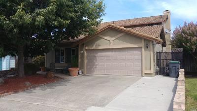 Petaluma Single Family Home For Sale: 534 Acadia Drive