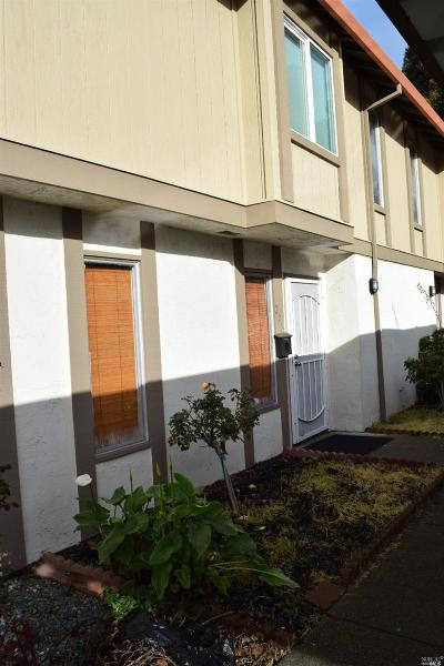 Solano County Condo/Townhouse For Sale: 222 Del Luz Court