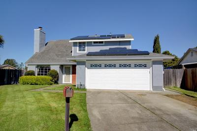Solano County Single Family Home For Sale: 160 Serpentine Court