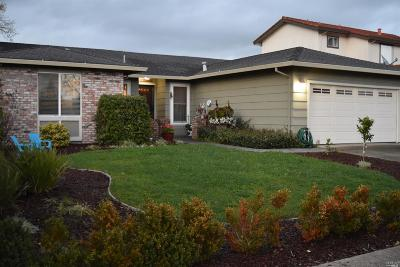 Rohnert Park Single Family Home For Sale: 200 Firethorn Drive