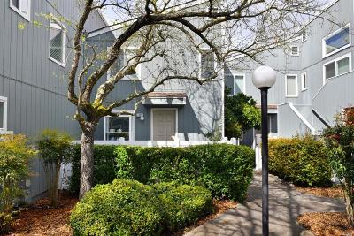 Rohnert Park Condo/Townhouse For Sale: 1229 Camino Corto Road