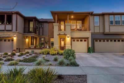 Petaluma Condo/Townhouse For Sale: 615 Jade Street
