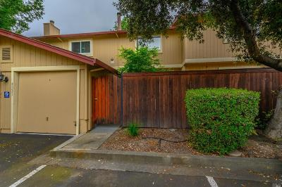 Rohnert Park Condo/Townhouse For Sale: 4531 Harbor Lane