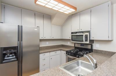 Rohnert Park Condo/Townhouse For Sale: 7607 Camino Colegio Drive