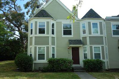 Benicia Condo/Townhouse For Sale: 798 Military East