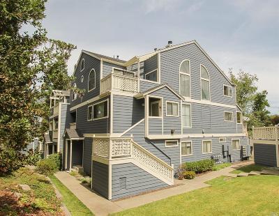 Vallejo Condo/Townhouse For Sale: 225 Sea Crest Circle