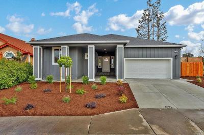Santa Rosa Single Family Home For Sale: 1705 Brandee Lane