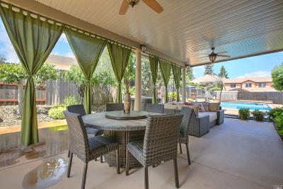 Vacaville Single Family Home Contingent-Show: 830 Fernbrook Court