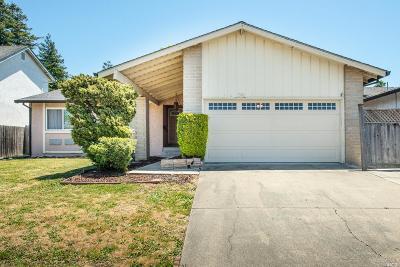 Petaluma Single Family Home For Sale: 1586 Creekside Drive