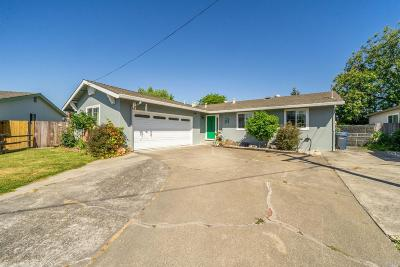 Petaluma Single Family Home For Sale: 36 Woodworth Way