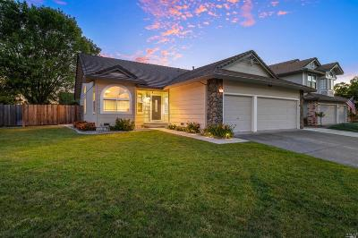 Rohnert Park Single Family Home Contingent-Show: 7301 Rebas Way