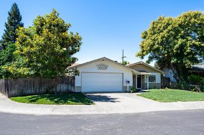 Vacaville Single Family Home For Sale: 256 Solano Lane