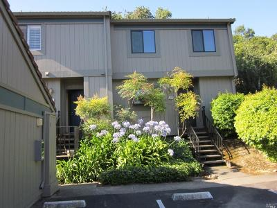 Novato Condo/Townhouse For Sale: 204 Escallonia Drive