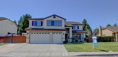 Vacaville Single Family Home For Sale: 825 Summerbreeze Drive