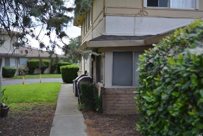 Vacaville Condo/Townhouse For Sale: 1949 Northwood Drive #3