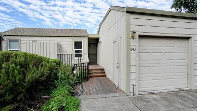 Santa Rosa Single Family Home For Sale: 1943 Knolls Drive