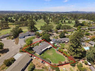Santa Rosa Single Family Home For Sale: 464 Country Club Drive