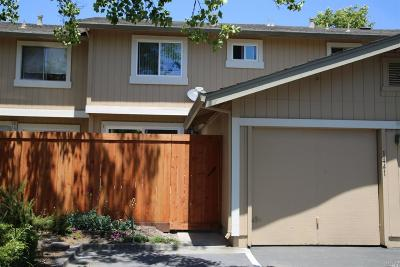 Rohnert Park Condo/Townhouse For Sale: 1441 Gold Way