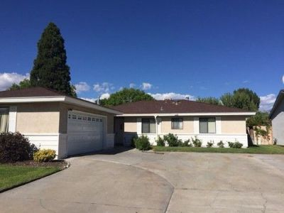 Bishop CA Single Family Home For Sale: $324,900
