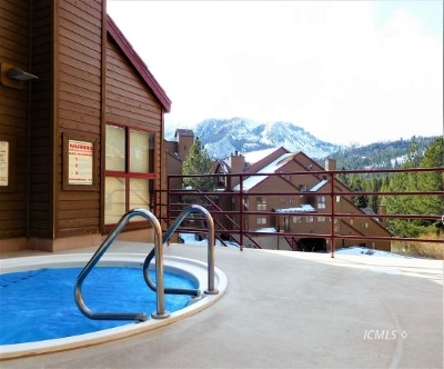 Mammoth Lakes Condo/Townhouse For Sale: 865 Majestic Pines #302