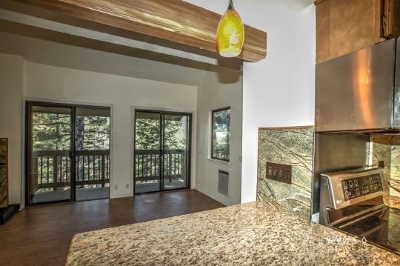 Mammoth Lakes Condo/Townhouse Pending: 153 Lake Mary Rd #127