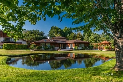 Bishop Single Family Home For Sale: 134 Desiderata