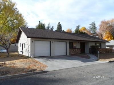 Bishop Single Family Home For Sale: 3019 W Line St #C
