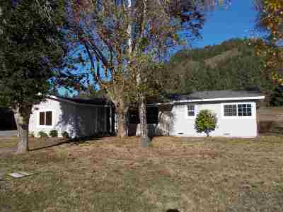 Klamath Single Family Home For Sale: 16400 Highway 101