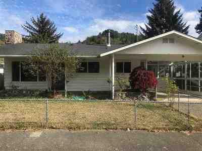 Klamath Single Family Home For Sale: 129 Azalea Drive