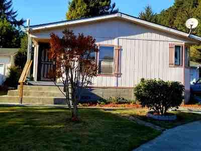 Klamath Single Family Home For Sale: 122 Redwood Drive
