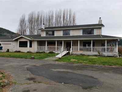 Klamath Single Family Home Back Up: 70 Cedar Street