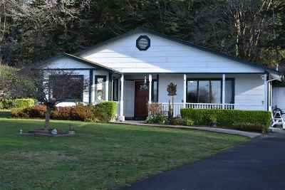 Smith River Single Family Home For Sale: 9335 N Us Highway 101
