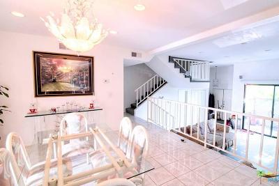 Encino Condo/Townhouse For Sale: 5506 Zelzah Avenue #1