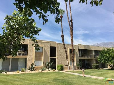 Palm Springs Condo/Townhouse For Sale: 451 Desert Lakes Drive
