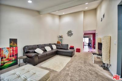 Canoga Park Condo/Townhouse For Sale: 8528 De Soto Avenue #27