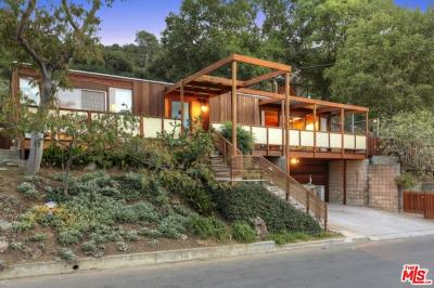 Single Family Home For Sale: 3695 Fredonia Drive
