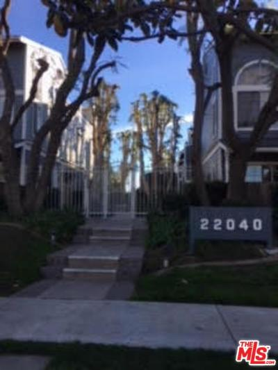 Canoga Park Condo/Townhouse For Sale: 22040 Gault Street #45