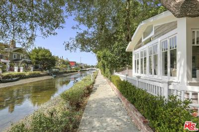 Venice Single Family Home For Sale: 437 Linnie Canal