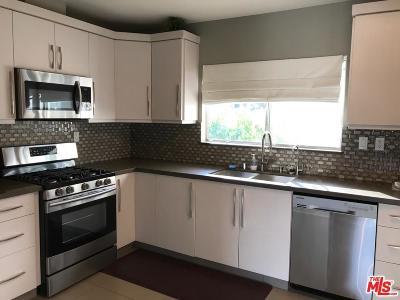 Encino Condo/Townhouse For Sale: 5250 Zelzah Avenue #16A