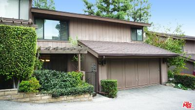 Glendale Condo/Townhouse For Sale: 8 Northwoods Lane
