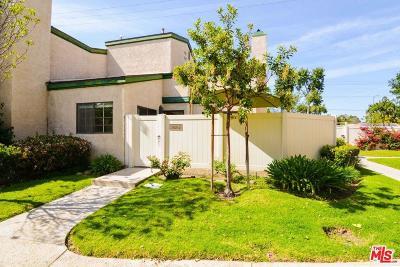 Northridge Condo/Townhouse For Sale: 19650 Roscoe #D