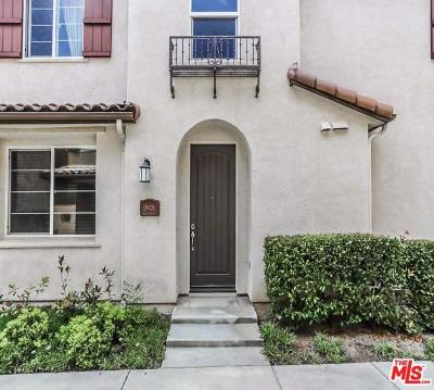 Saugus Condo/Townhouse For Sale: 19426 Laroda Lane