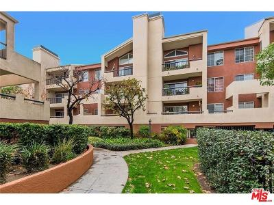 Woodland Hills Condo/Townhouse For Sale: 5540 Owensmouth Avenue #204