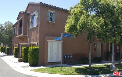 Saugus Condo/Townhouse For Sale: 19335 Laroda Lane