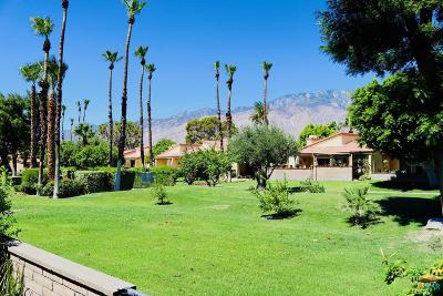 Palm Springs Condo/Townhouse For Sale: 2695 North Whitewater Club Drive
