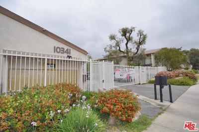 Chatsworth Condo/Townhouse For Sale: 10341 Canoga Avenue #24