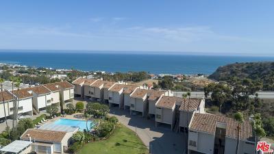 Los Angeles County Condo/Townhouse For Sale: 23924 De Ville Way #B