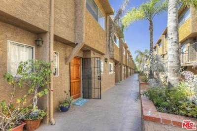 Los Angeles County Condo/Townhouse For Sale: 1890 South Cochran Avenue #2