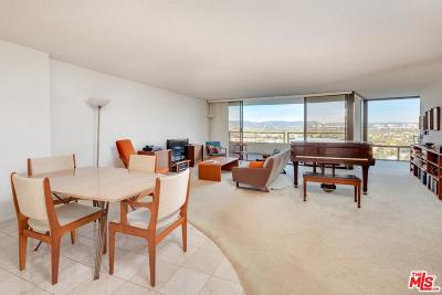 Los Angeles County Condo/Townhouse Active Under Contract: 4265 Marina City Drive #1011