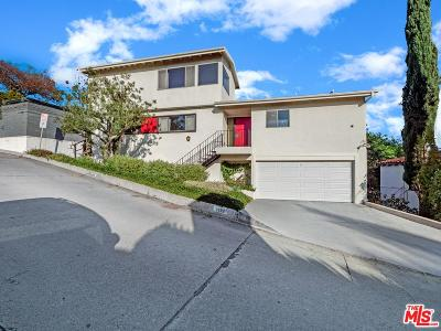 Single Family Home Active Under Contract: 2682 Hollyridge Drive